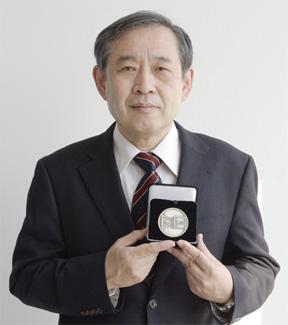 Dr. Masato Shibuya won the Takuma Award 2011